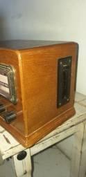 Antigo rádio com toca fitas, marca Thomas Collector's Edition, anos 80.