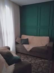 Conjunto de sofá cinza super conservado.