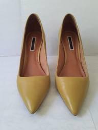 Sapato scarpin na cor amarelo salto 8 cm número 36 com pouquíssimo uso