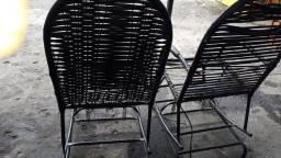 Tenho está 2 cadeiras dê balanço semi novo só tem que mandar esticar as fitad