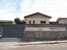 Casa com 3 dormitórios para alugar por R$ 850,00/mês - Jardim Balneário - Presidente Prude