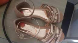 Sandália brilhante nova