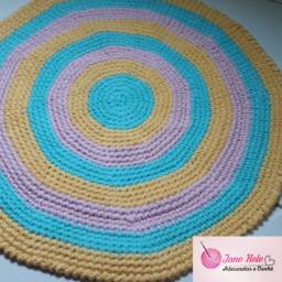Disponível esse  Lindo  tapete  feito  no fio de malha