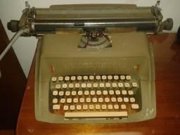 Máquina de Escrever Remington, com fita, excelente estado, anos 60.
