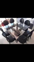 Mesa de vidro com 8 cadeiras (medalhão)