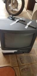 Televisão com vídeo cassete