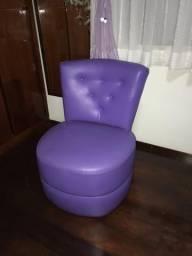Poltrona de descanso, em couro, ideal para quarto ou sala, em perfeito estado!