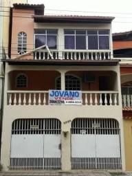 (R$280.000) Casa quase em frente ao Colégio Tiradentes c/ Terraço e 02 Garagens