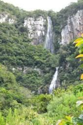 122,7 hectáres de área preservada com cachoeira de 100 m. de altura