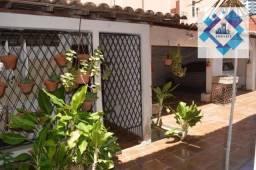 Casa Projetada Solta, arejada com área construída 220m²-Fátima