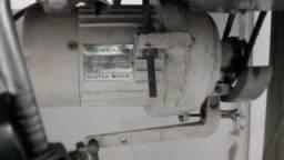 Máquina reta de costura Sunstar