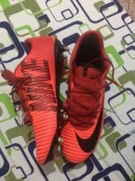 67793daa1a Chuteira Nike Mercurial (1° linha)
