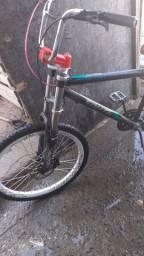 Bicicleta com roda vmax freio a disco