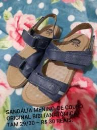 Sandália de couro marca BIBI