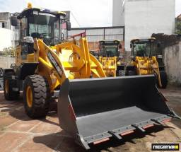 Pá Carregadeira Megamak, Caçamba 1500kg 0.6m³, Joystick, Camera de Ré - Pronta Entrega