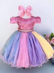 Vestido temático:  circo, unicórnio, arco-íris, chuva de amor e chuva de bênçãos