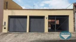 Casa Plana com 2 dormitorios e edicula com 1 dorm e wc