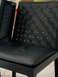 Mesa com 8 cadeiras imperdível em ótimo estado