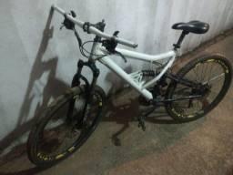 Vendo ou troco Bike Caloi ótima freio a disco
