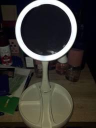 Espelho dobrável com luz