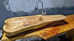 Pia rústica de madeira para área de churrasqueira