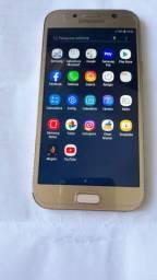 Vendo um telefone Samsung A7 64gigas com todos os acessórios