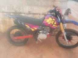 XR 200r 2001 de trilha.