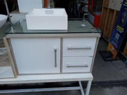 Gabinete de banheiro com tampo de vidro e Cuba de apoio