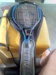 Raquete de tênis profissional.