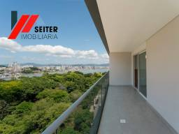 Ampla cobertura de 4 suites na Felipe Schmidt centro
