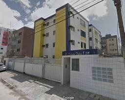 Apartamento nos Bancários com 2 quartos e varanda