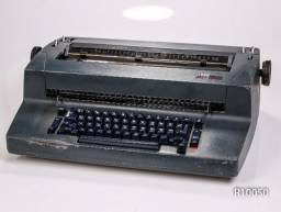 Máquina de escrever IBM antiga