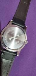 vendo  um  relógio  techinos