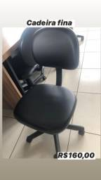 Cadeira preta fina