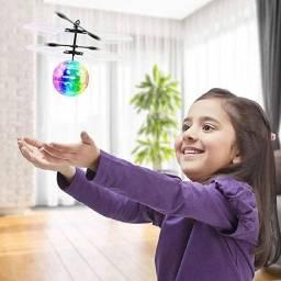 Aeronave de Brinquedo Seven da Bola de Cristal Luminosa de LED Colorida com Hélice