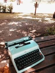 Item retro vintage Maquina de datilografia antiga - antiguidade