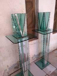 Pilastra de vidro grosso com as jarras já incluído