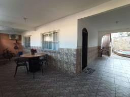 Casa Individual com Piscina e Terraço Gourmet Ótima Localização - ES