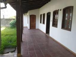 Linda casa de 03qts com amplo quintal