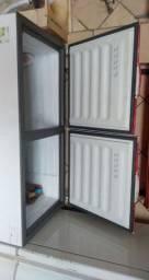 Frizzer de duas portas semi-novo