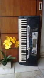 Super teclado Yamaha psr 540 com pendrive Bem zelado