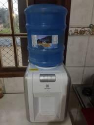 Bebdouro de Água Mineral Eletrolux com Galão.