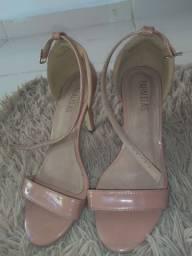 Sandália paralelas.