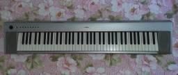 Piano Elétrico Yamaha Piaggero NP-31S [pouco tempo de uso]