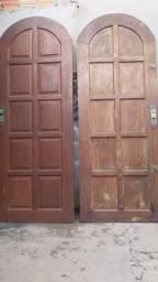 Vendo duas portas de madeiras colonial , estão semi novas