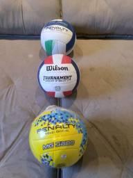 Bolas de voleibol novas.
