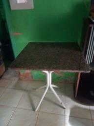 Mesa  c tampa de granito.