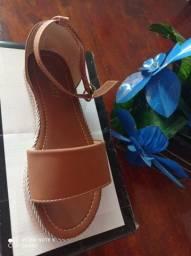 Vendo sandálias flat form