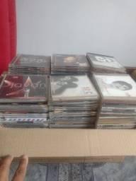 156 cd's diversos entre MPB e alguns internacionais.