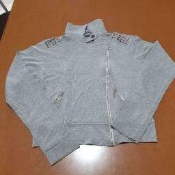 Título do anúncio: Moletinho cinza com detalhes em prata.<br>Viscose + elastano <br>Tamanho M